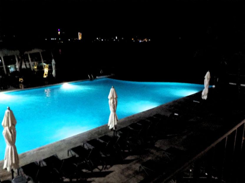 グアム リーフホテル インフィニティプール 夜景